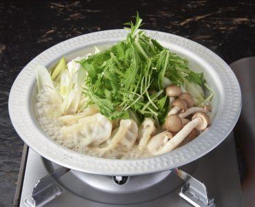 絶品!水炊き餃子鍋<br /> 一人前 990円(税抜)